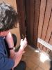 Ortstermin mit Raimund am 03.06.2015 eingetretene Tür bei öffentl. Toilette unter Edeka (1)